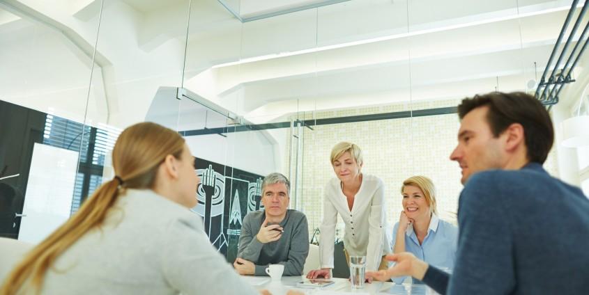 Meeting im Konferenzraum | Foto: Kneschke/Fotolia