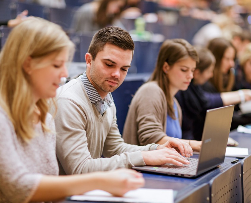 Studierende im Hörsaal A | Foto: aau/tinefoto.com