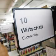 Wirtschaft in der Bibliothek | Foto: aau/tinefoto.com