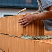 Bauarbeiter auf einer Baustelle   Foto: Gina Sanders/Fotolia.com
