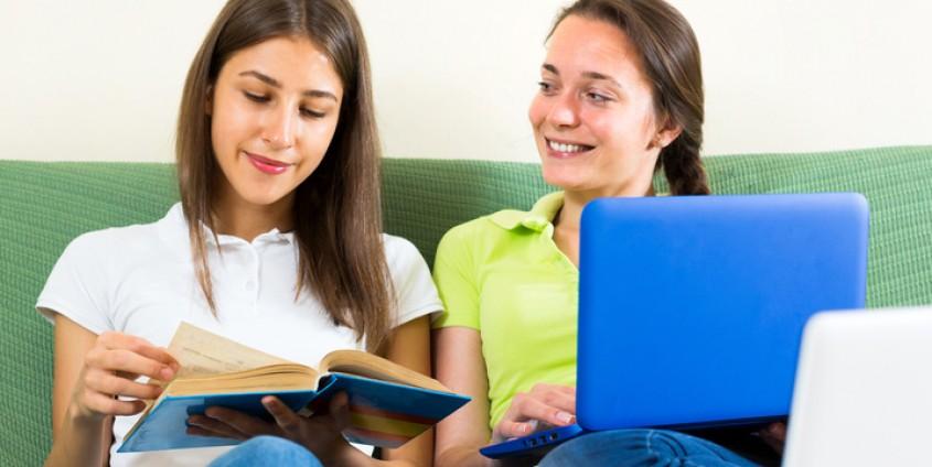 Jugendliche studieren zu Hause | Foto: JackF/Fotolia.com