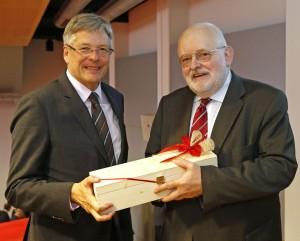 LH Peter Kaiser gratuliert Reinhard Neck zum 65. Geburtstag | Foto: LPD/Eggenberger