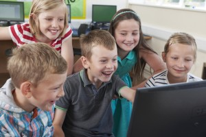 Group Of Elementary Pupils In Computer Class | Foto: highwaystarz/Fotolia.com