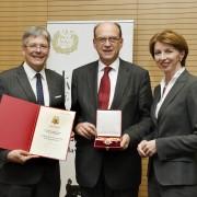 Verleihung des Großen Goldenden Ehrenzeichens an Robert Rebhahn durch LH Peter Kaiser und LHStv.in Gaby Schaunig | Foto: LPD/fritzpress