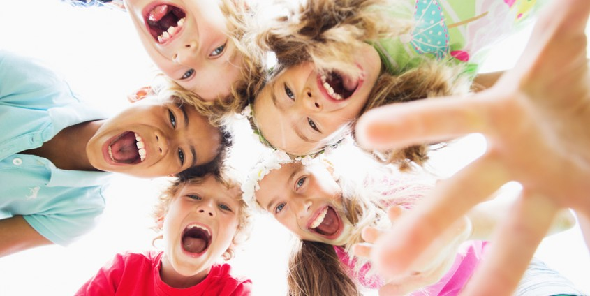Lachende Kinder   Foto: drubig-photo/Fotolia.com