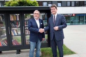 Rektor Vitouch und Altrektor Mayr bekräftigen die Einigung zum Wohle der Universität | Foto: aau/Hoi