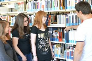 Führung in der Bibliothek | Foto: Andrea Bem (UB)