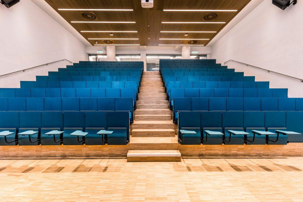 Hörsaal 4 bietet Platz für rund 200 Studierende