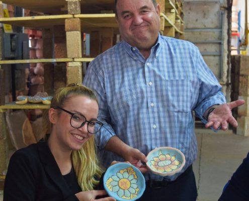 Töpfern zum Thema Ethical Commerce - Desirée Ukobitz und ihr spanischer Kollege | Foto: privat