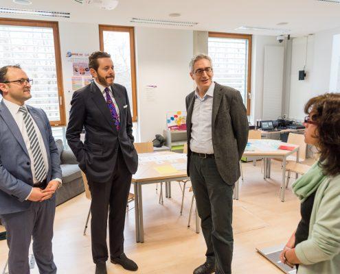 Staatssekretär Harald Mahrer in der Informatikwerkstatt der AAU | Foto: aau/Michael Stabentheiner