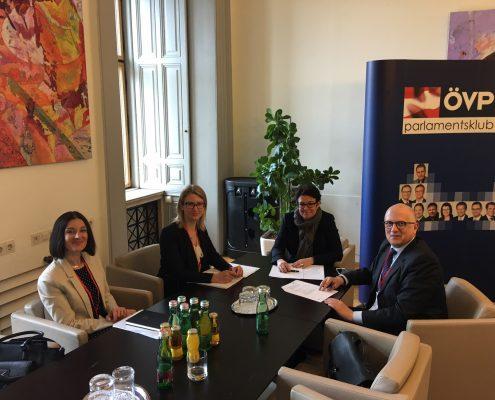 Ass.-Prof.in Dr.in Sanja Korać, Mag.a Birgit Moser, Nationalratsabgeordnete Gabriele Tamandl, Univ.-Prof. Dr. Paolo Rondo-Brovetto beim Interview