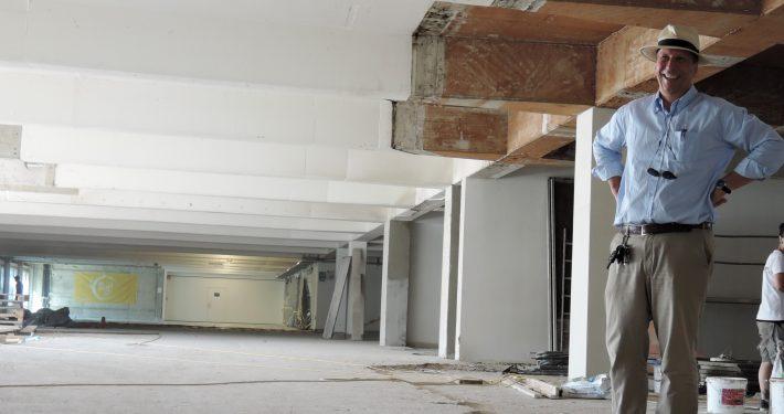 Vizerektor Martin Hitz besichtigt die Baustelle | Foto: aau/Müller