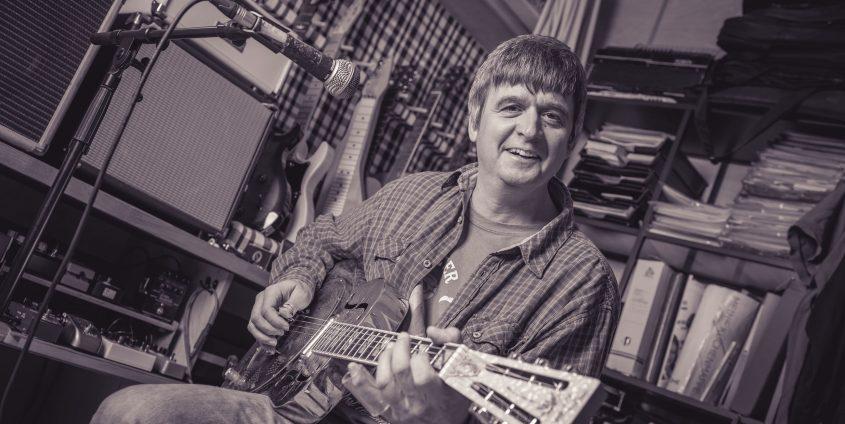 Helmut Haberl mit Gitarre | Foto: aau/tinefoto.com