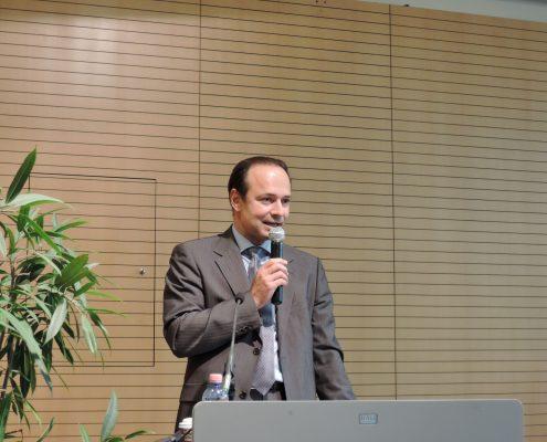 Karriereprogramm interactive! Prodekan Gerhard Baumgartner begrüßt die Studierenden und Unternehmen   Foto: aau/LK