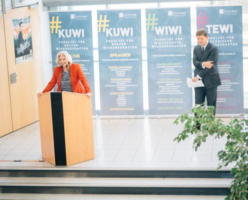 Freshmen Day 2017: Bürgermeisterin Maria-Luise Mathiaschitz begrüßt die Studierenden | Foto: aau/ Christina Supanz