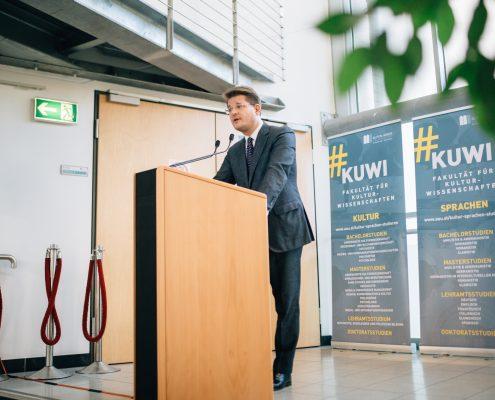 Freshmen Day 2017: Rektor Oliver Vitouch heißt die Erstsemestrigen herzlich willkommen | Foto: aau/ Christina Supanz