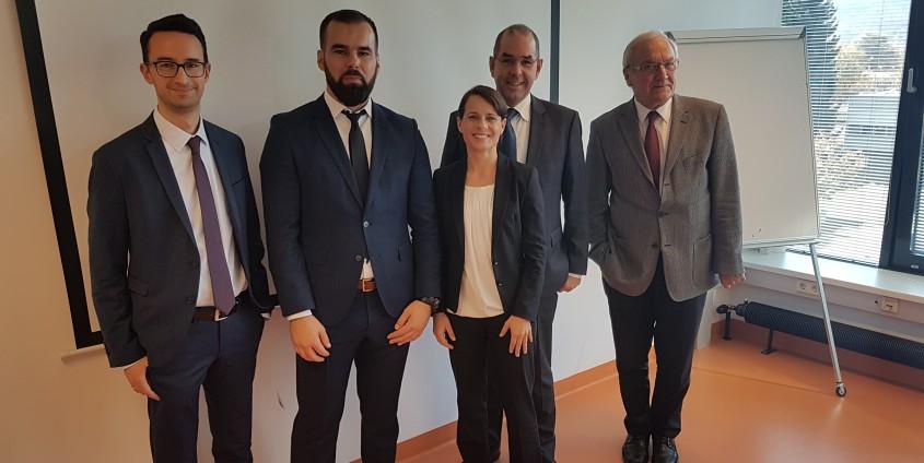 Das Bild zeigt Herrn Mag. Šehad Draganović und die Prüfungskommission