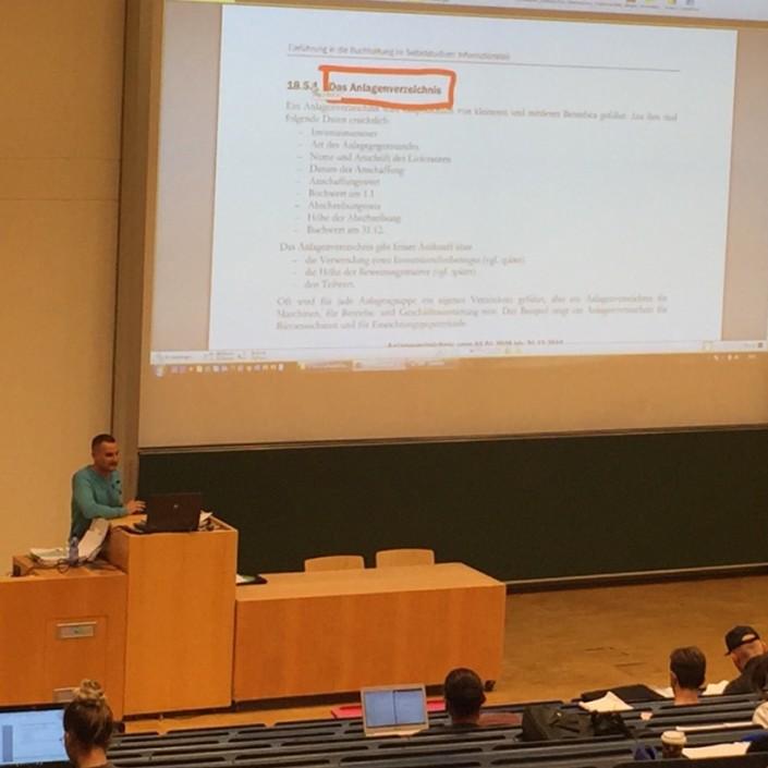 Alexander Herbst beim Lehren