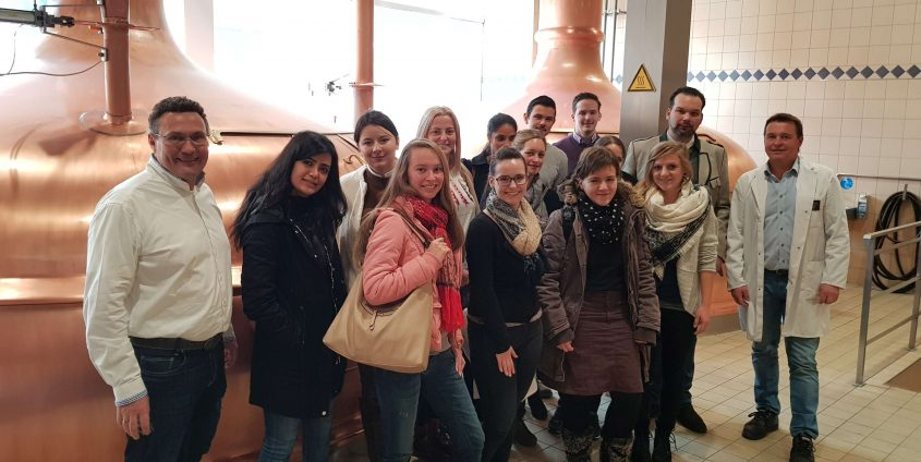 Karriereprogramm interactive Firmentag zur Privatbrauerei Hirt (Geschäftsführer Niki Riegler, Braumeister Raimund Linzer, Marketingleiter Mario Donner) | Foto: aau/Krömer