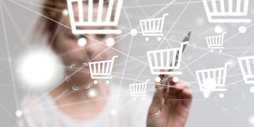 Frau beim Online-Einkauf