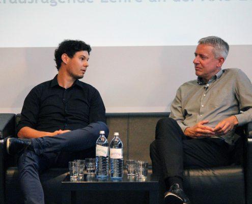 Zwei Preisträger im Gespräch: P. Rodler (links) und C. Schütte (rechts)