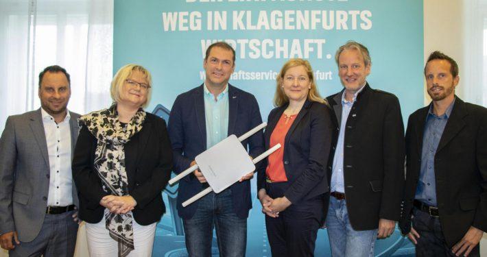 Präsentation des WLAN-Projekts: v.l.n.r.: Markus Gronald, Anke Bosse, Markus Geiger, Sabrina Schütz-Oberländer, Helmuth Micheler und Gernot Weiss