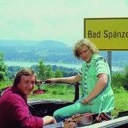 """Thomas Gottschalk und Mike Krüger im Film """"Die Supernasen"""" (1983), der an dem fiktiven Schauplatz """"Bad Spänzer"""" spielt. Der Film wurde hauptsächlich in Velden am Wörthersee gedreht."""
