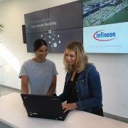 Martina Wolfgruber-Neubauer (rechts im Bild) von Infi neon ist durch das Karriereprogramm auf Vanessa Elpe (links) aufmerksam geworden. | Foto: Infineon
