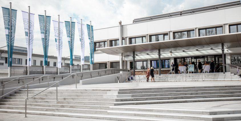 Hauptgebäude 2018