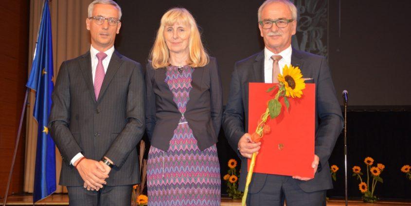 Staatspreisverleihung an Vladimir Wakounig v.l.n.r: Minister Jernej Pikalo, Ljubica Marjanovič und Vladimir Wakounig