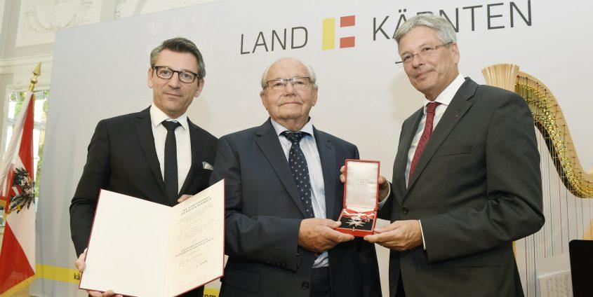 Verleihung des Großen Silbernen Ehrenzeichens der Republik Österreich – v.l.n.r.: Jürgen Meindl, Alois Brandstetter und LH Peter Kaiser