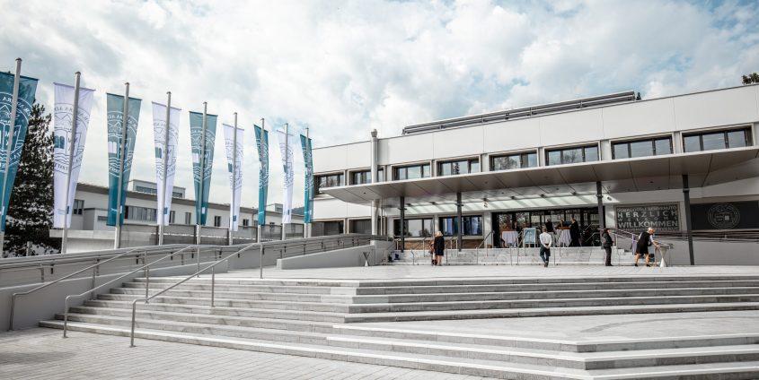 Eingang Universität Klagenfurt