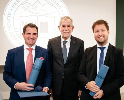 Promovend Christian Niemetz, Bundespräsident Alexander Van der Bellen und Promovend Benjamin Hackl | Foto: aau/photo riccio