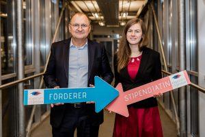 Klaus Hermetter, Direktor DB Schenker Klagenfurt & Stipendiatin Melanie Siebenhofer | Foto: aau/Christina Supanz