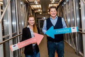 Rudolf Ball, CEO Symvaro GmbH & Stipendiatin Harriet Östreich | Foto: aau/Christina Supanz