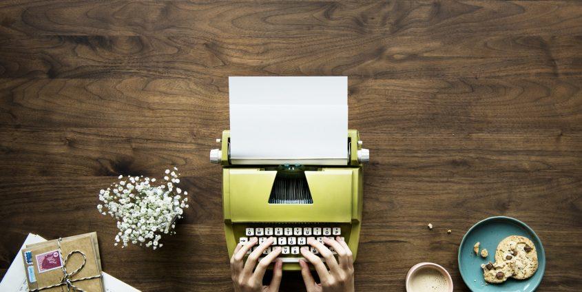 Schreibmaschine, Schreibtisch