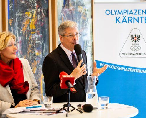 Vorstellung des neuen Unterrichtsfachs Bewegung und Sport an der Universität Klagenfurt: Maria-Luise Mathiaschitz (Bürgermeisterin) und Peter Kaiser (Landeshauptmann)