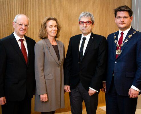 Wolfang Nadvornik, Senatsvorsitzende Larissa Krainer, Ernst Kotzmann und Rektor Oliver Vitouch | Foto: aau/Walter Elsner
