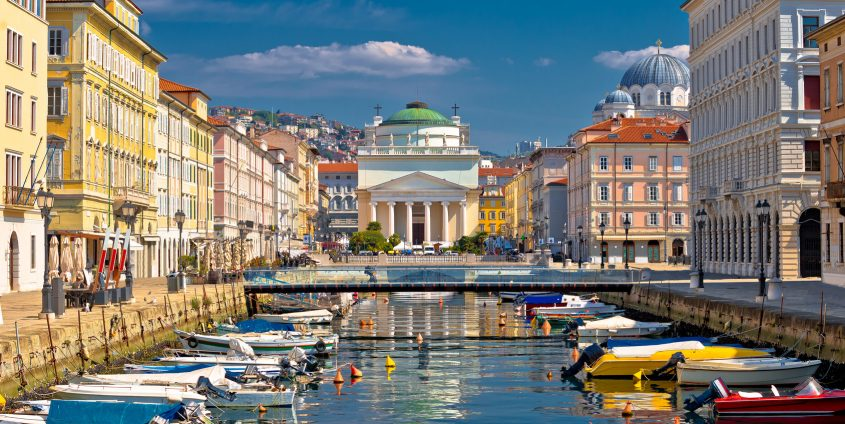 Trieste channel and Ponte Rosso square view | Foto: xbrchx - Fotolia.com