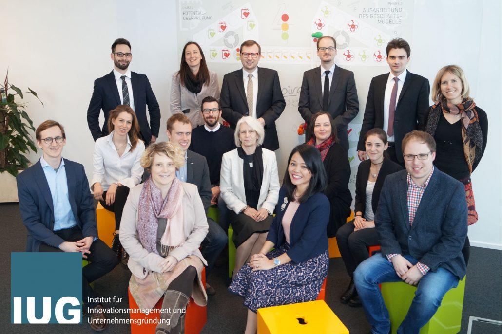 Team des Instituts für Innovationsmanagement und Unternehmensgründung