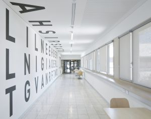 Künstlerische Gestaltung der Verbindungsgänge zwischen Aula und Nordtrakt