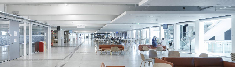 Aula der Universität Klagenfurt Blick Richtung Haupteingang