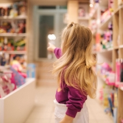 Kind kauft ein | Foto: Aleksandr/AdobeStock