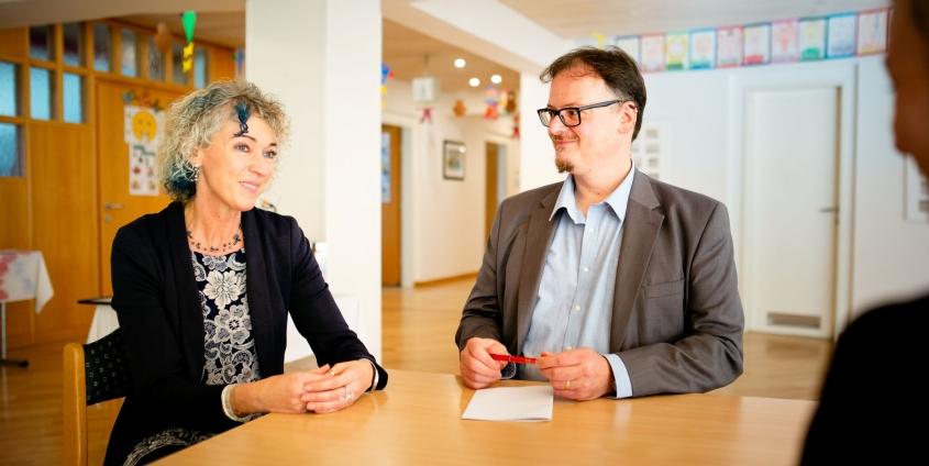 Tatjana Tolmaier und Luca Melchior im Gespräch | Foto: aau/photo riccio