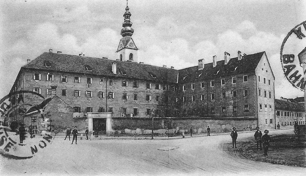 Das ehemalige Jesuitenkolleg am Domplatz in Klagenfurt, Postkarte um 1900 | Foto: Wilhelm Hartlieb