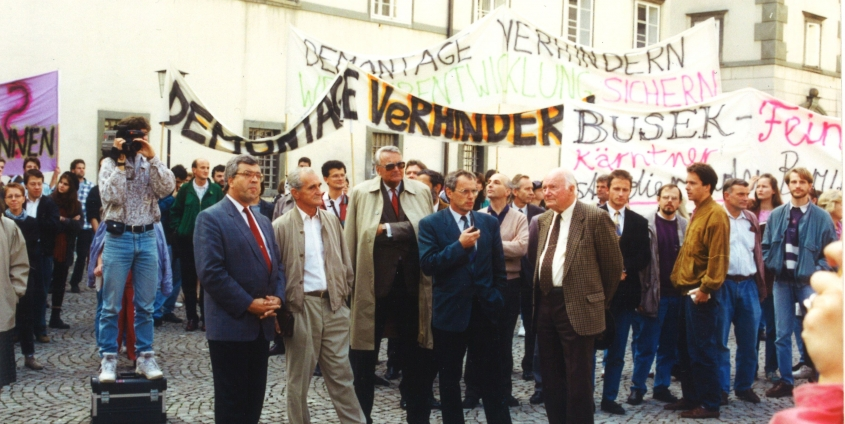 Protestkundgebung am 8. Oktober 1992 im Landhaushof in Klagenfurt | Foto: AAU-Archiv