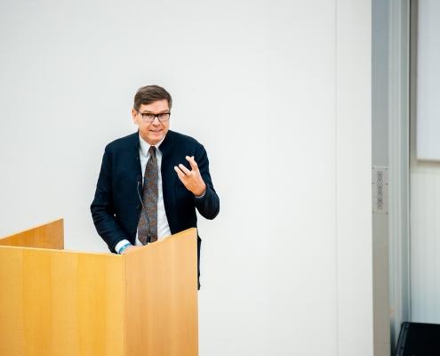 Uniratsvorsitzender Werner Wutscher spricht Grußworte | Foto: aau/Daniel Waschnig