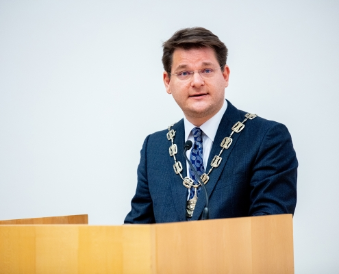 Rektor Vitouch hält eine Festrede | Foto: aau/Daniel Waschnig