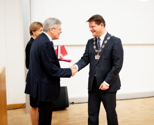 Großes Goldene Ehrenzeichen für Rektor Oliver Vitouch | Foto: aau/Daniel Waschnig