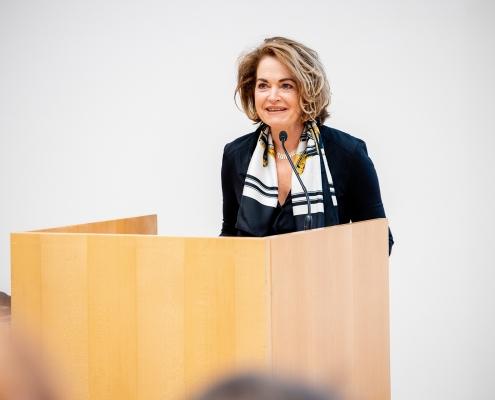 Grußworte von Ulrike Unterer, Vertreterin BM für Digitalisierung und Wirtschaftsstandort & Vizepräsidentin der CDG | Foto: aau/Daniel Waschnig